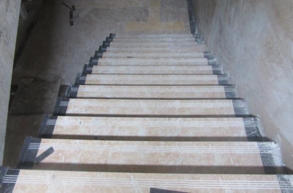 楼梯踏步贴砖