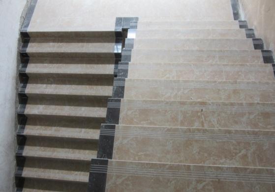 室内楼梯踏步贴砖,屋面混凝土浇筑